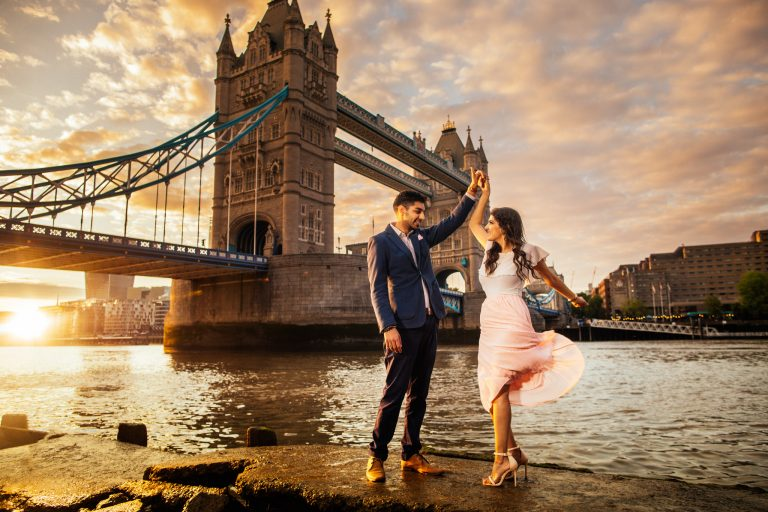 St Paul cathedral & Tower bridge: Chandni & Firoz Engagement Photography